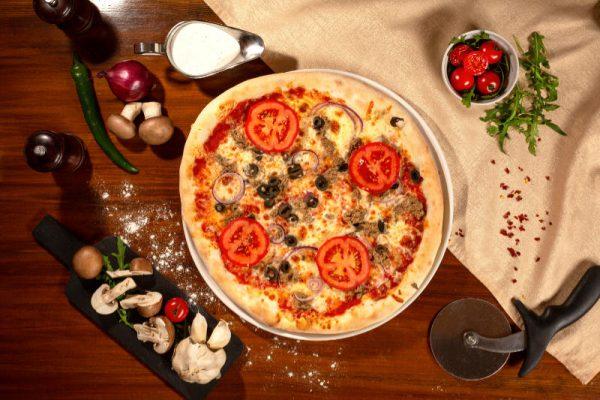 Pizza Tonno e cipolla Sibiu