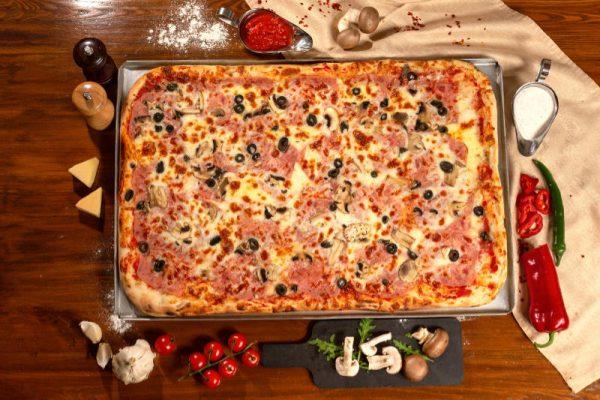 Pizza Family Prosciutto Funghi Sibiu